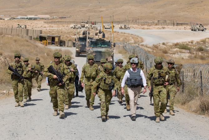 Joe Biden, este hotărât să continue retragerea, anunţând la mijlocul lunii aprilie că cele 2.500 de forţe americane rămase vor părăsi ţara asiatică până la a 20-a comemorare a atacurilor din 11 septembrie.