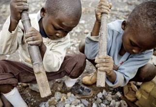 Copii muncesc în condiții crunte