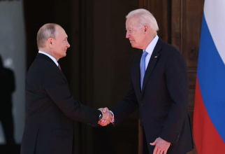 Biden i-a oferit cadou lui Putin o pereche de ochelari de soare americani stil aviator