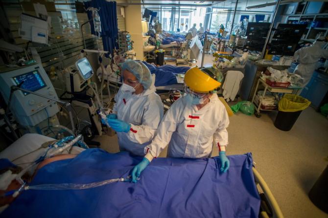 Varianta indiană va da de furcă din nou sistemelor de sănătate
