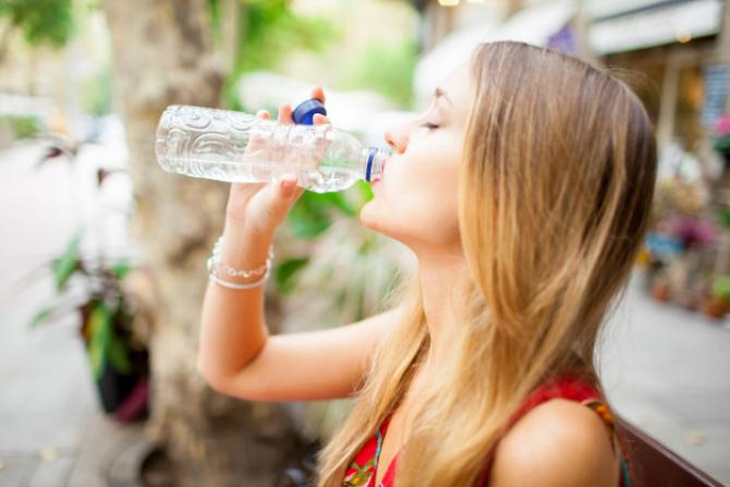 Sticla cu apă, obligatorie