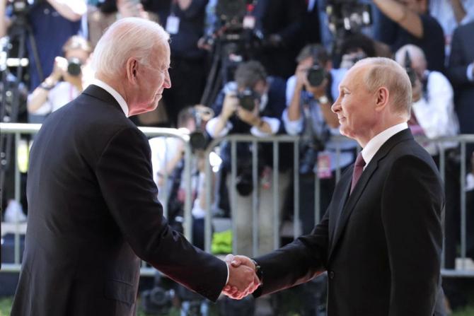 Joe Biden și Vladimir Putin în timpul summit-ului de la Geneva