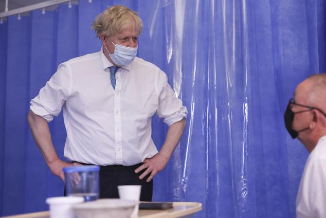 Boris Johnson, la un centru de vaccinare