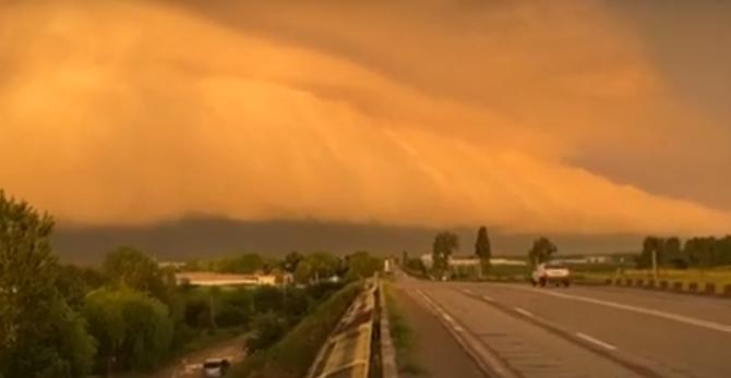 Fenomen meteo spectaculos în Buzău (VIDEO)