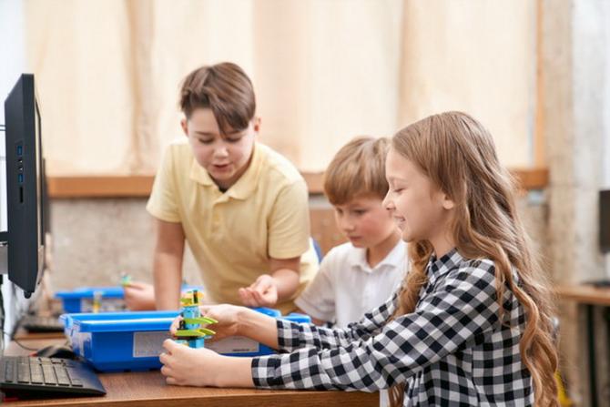 Până și comportamentul copiilor pe internet s-a modificat în pandemie