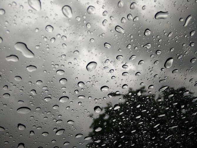 Și plouă, bate vântul, și iar plouă
