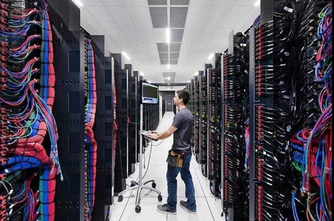 Computerele cuantice sunt construite pentru a depăşi limitele fizice ale computerelor convenţionale şi sunt mult mai rapide în rezolvarea unor sarcini complexe.