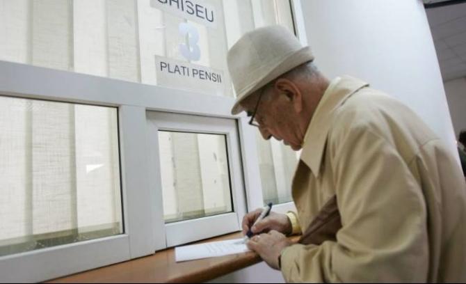 Numărul mediu de pensionari de asigurări sociale de stat, acesta a fost de 4,665 milioane, în scădere cu 14.000 faţă de trimestrul precedent.