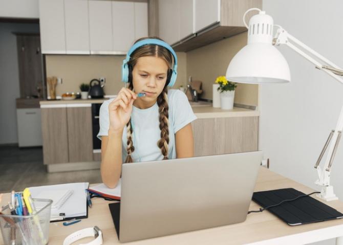 Copii este posibil să mai facă și școală online
