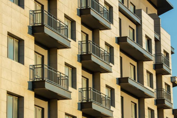 Vor avea dreptul să depună cereri doar proprietarii balcoanelor aflate la parter