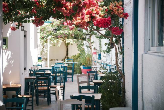 COVID-19: Grecia extinde testarea obligatorie la tot personalul nevaccinat din turism