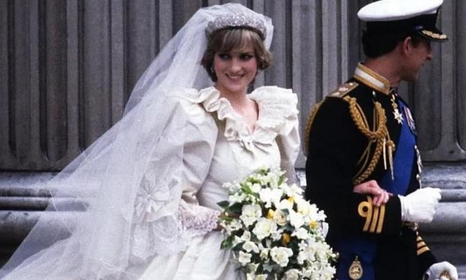 O felie din tortul de nuntă al prinţului Charles cu Lady Diana va fi vândută la licitaţie