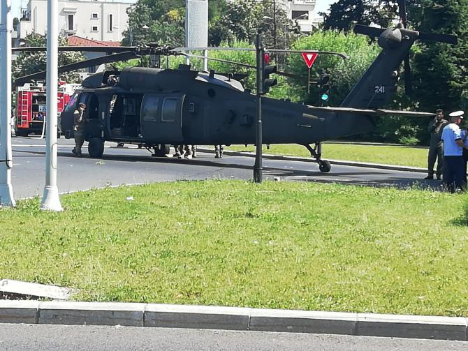 Cât costă elicopterul militar Black Hawk, aterizat în sensul giratoriu de la Aviatorilor