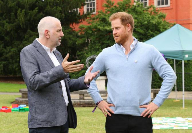 Prințul Harry la o acțiune de binefacere