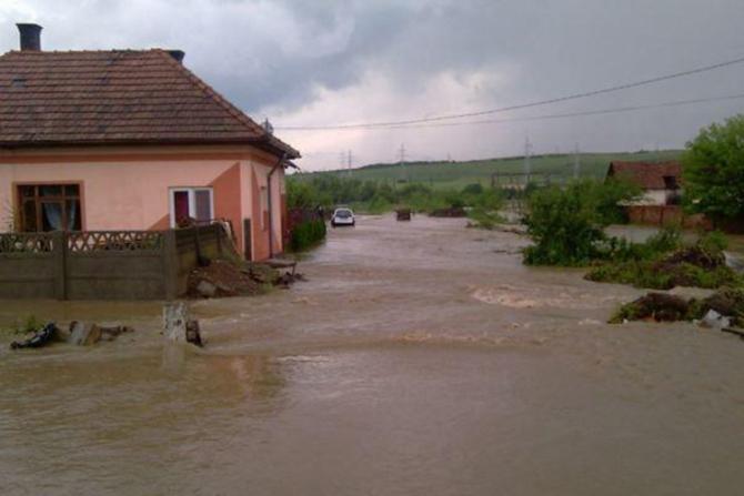 Hidrologii au emis un cod portocaliu de inundații
