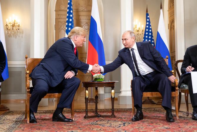 Documentele dezvăluite de The Guardian vin in sprijinul tezei că Putin l-a susținut pe Donald Trump în alegerile prezinețiale din 2018