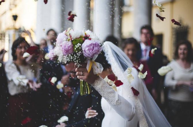 Nuntă cu BANI puțini. Sfaturi de la experți în organizarea evenimentelor