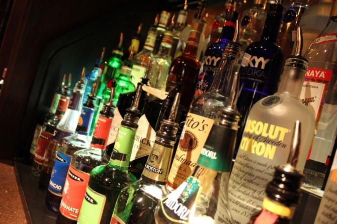 OMS recomandă dublarea taxelor pe alcool în Europa, pentru a preveni cancerul