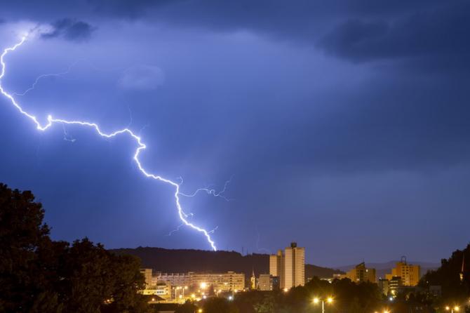Furtunile vor lovi în opt județe