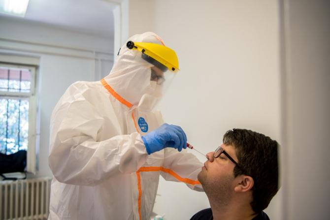 Este necesară testarea chiar și a angajaților vaccinați