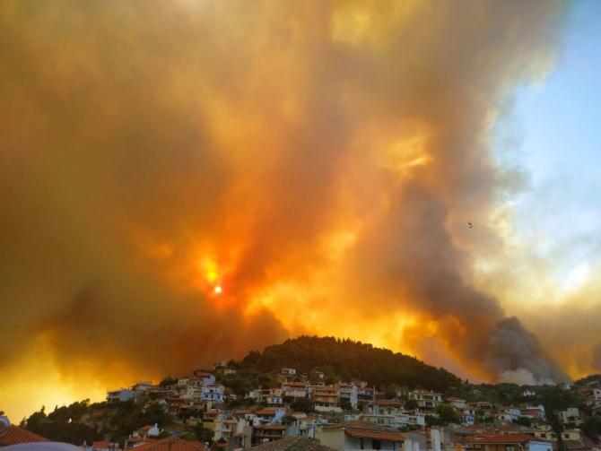 Incendiul devastator distruge tot ce găsește în cale
