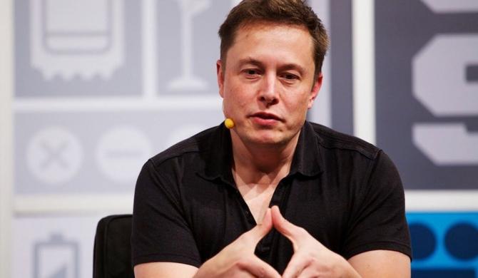Elon Musk este un bărbat SINGUR! S-a despărțit după trei ani de relație