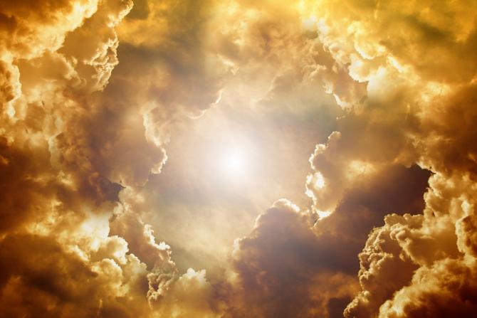 O furtuna solară puternică lovește astăzi Pământul. Poate afecta sistemele deenergie electrica