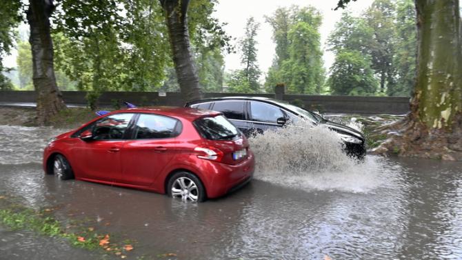 Meteorologii au emis un cod portocaliu de ploi puternice