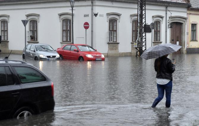 INHGA: Cod galben de inundaţii pe râuri din acest judeţ