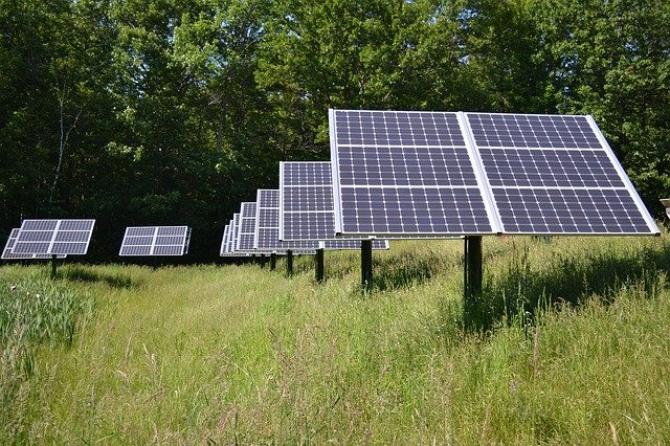 În acest fel clientul obţine o reducere a cheltuielilor cu factura de electricitate