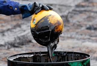 Analiză: Petrolul ar putea atinge 100 de dolari pe baril în timpul acestei ierni