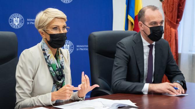 Raluca Turcan și ministrul finanțelor Dan Vîlceanu