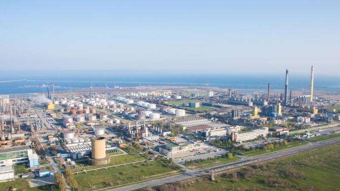 Unitățile de producție ale Rafinăriei Petromidia Năvodari, repornite până la sfâșitul lunii octombrie