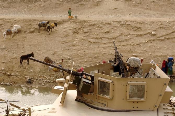 Armamentul lăsat în urmă este o fereastră larg deschisă către secretele militare americane