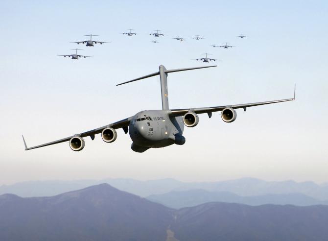 Avionul NATO a pus în pericol traficul aerian
