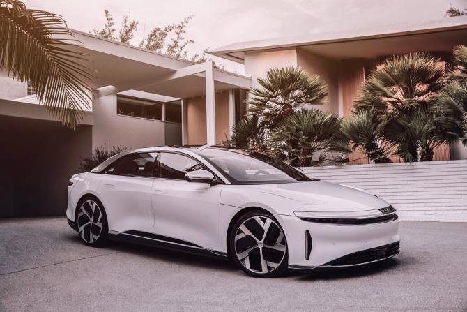 Lucid Motors a depășit Tesla la autonomie cât și la termenele de livrare