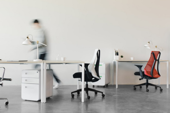 Acest ajutor constă în acordarea a 75% din salariul de bază corespunzător locului de muncă ocupat