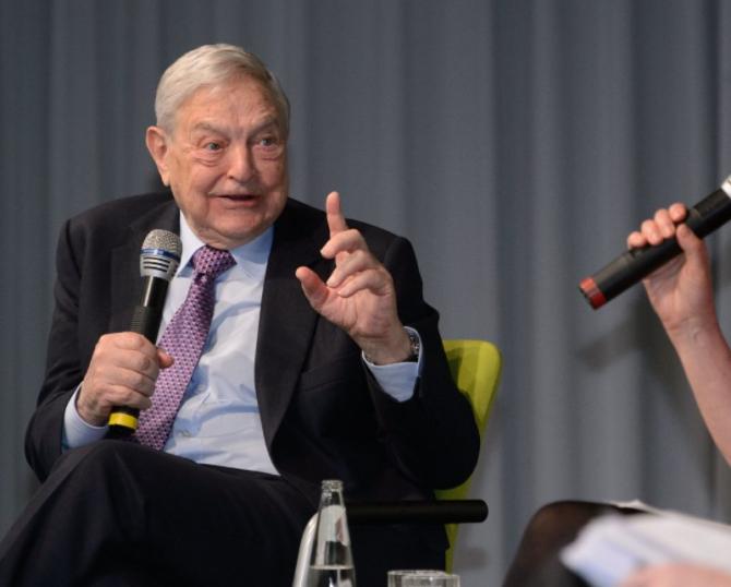 """""""A vărsa acum miliarde de dolari în China este o greșeală fatală"""", a scris Soros."""