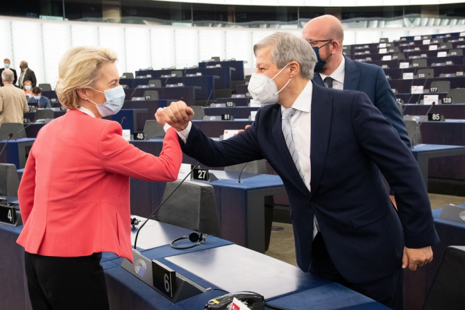Ursula von der Leyen și Dacian Ciolos / Foto: Parlamentul European