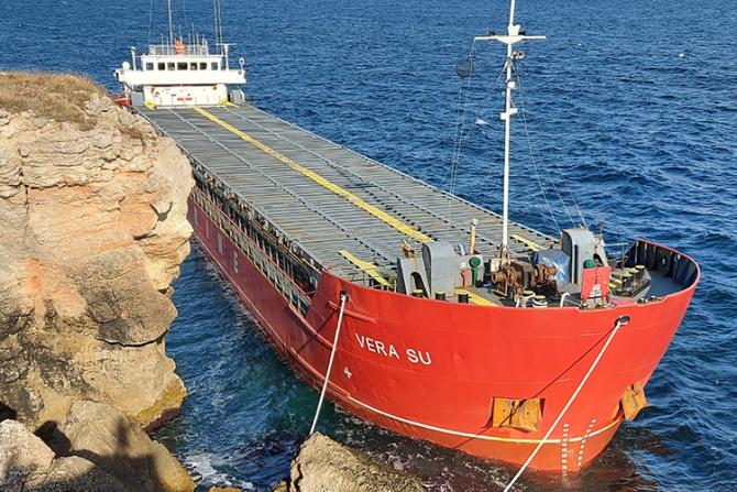 Vaporul este încărcat cu uree iar armatorul vrea să o arunce în mare
