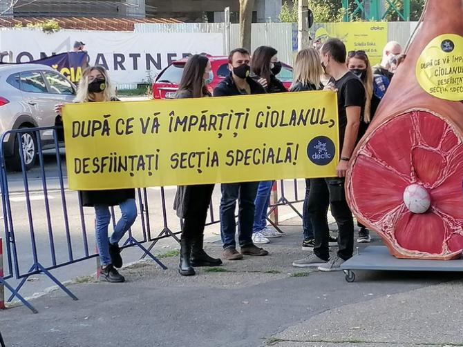 Protest în timpul congresului PNL