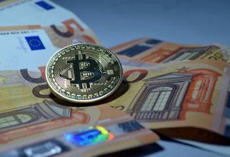 Marea bătălie este între bitcoin și aur