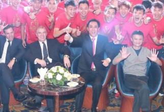 Prințul Andrew, Hui Ka Yan și Jack Ma
