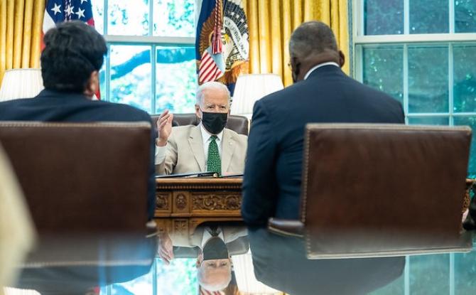 Președintele Statelor Unite își apără reformele