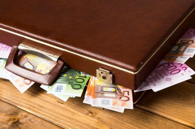 Franţa blochează preţurile la energie şi anunţă indemnizaţii de 100 de euro pentru inflaţie