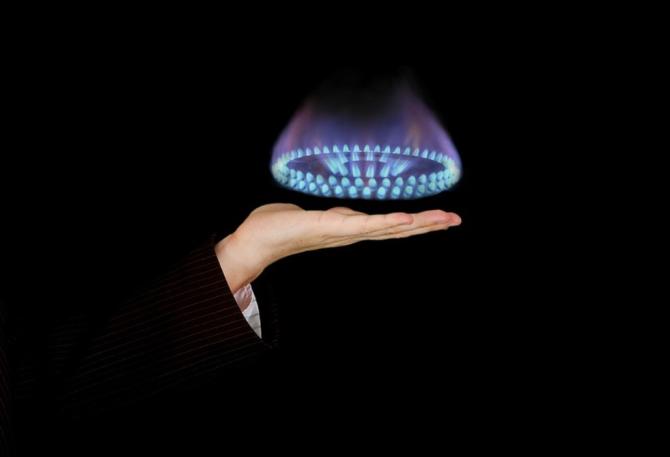 Facturi uriaşe la gaze în luna noiembrie. Furnizorii trimit notificări cu preţuri exorbitante