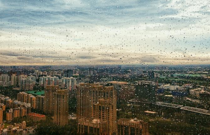 Nori negri par să se adune deasupra Chinei
