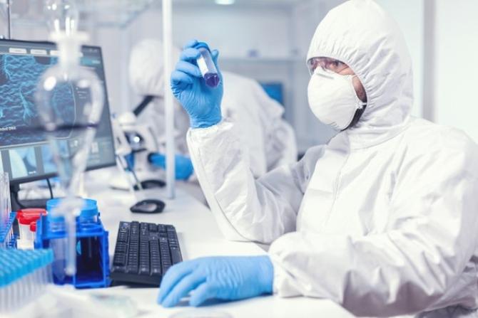 Experții susțin că vaccinurile fac față, deocamdată